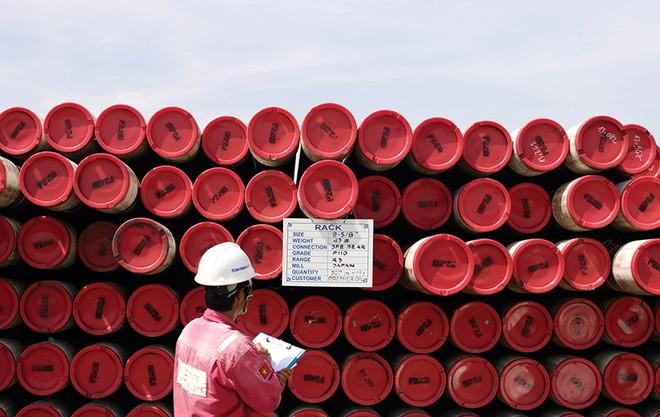 Doanh nghiệp dầu khí căng như dây đàn