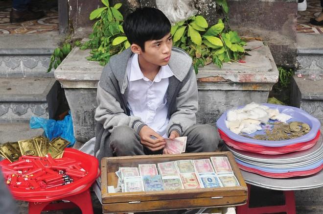 Đổi tiền lẻ dịp Tết: Thói quen không dễ đổi