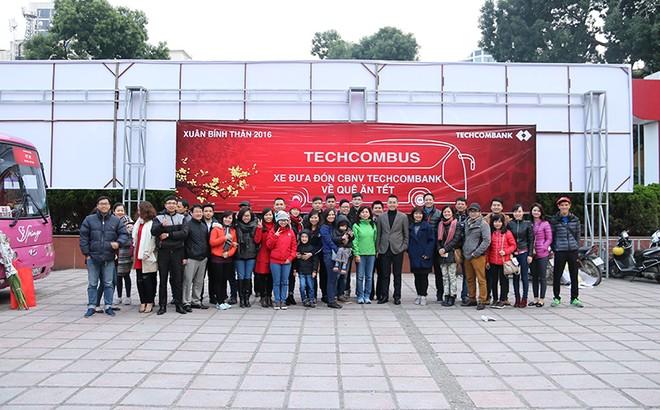 Techcombank đưa đón cán bộ nhân viên về quê đón Tết