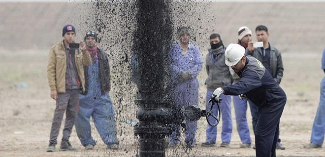 Cú sốc kép trên thị trường dầu mỏ