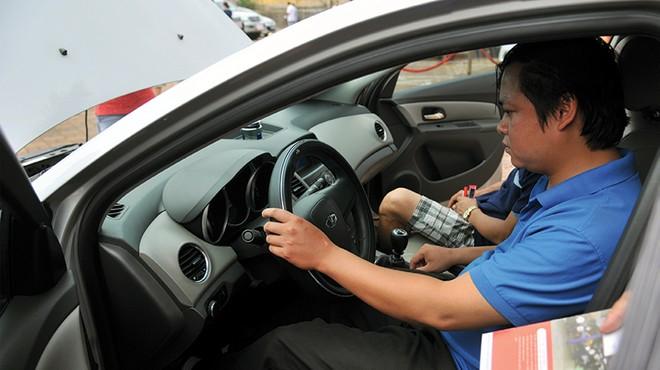Chợ trời cạnh tranh với... bảo hiểm mất cắp bộ phận ô tô