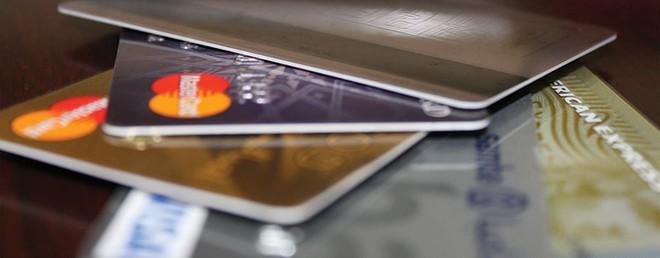 Thẻ ATM, bao năm chỉ để rút tiền!