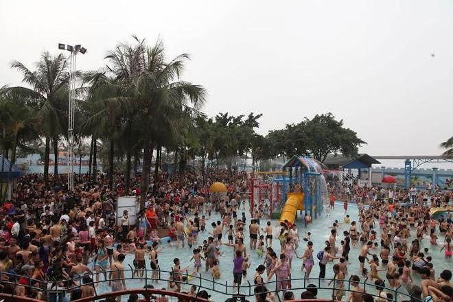 8.000 vé giảm 80% ngày mở cửa Công viên nước Hồ Tây (16/4)