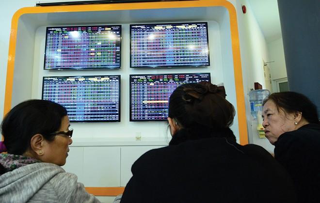 VN-Index giảm về 555 - 560 điểm, vẫn có cơ hội kiếm lời