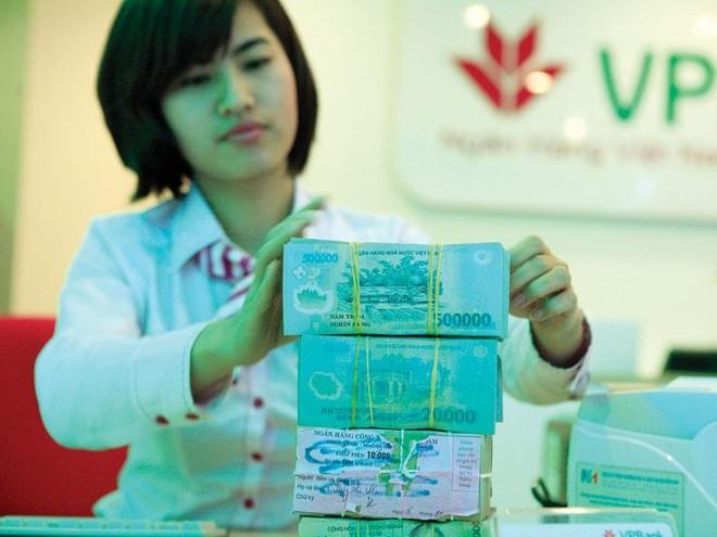Ai trả lời câu hỏi, tại sao lãi suất ngân hàng ở Việt Nam quá cao?