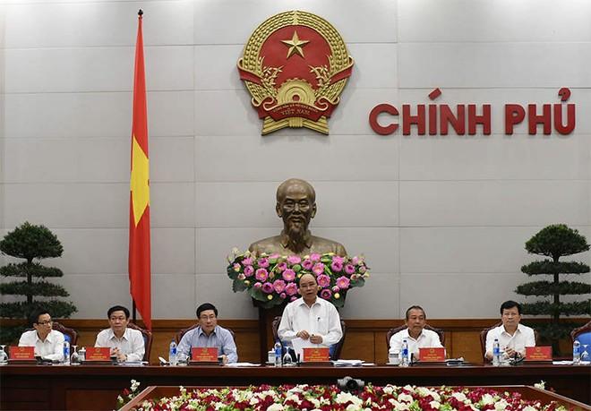 Thủ tướng Nguyễn Xuân Phúc: Không để giấy phép con cản trở sản xuất kinh doanh