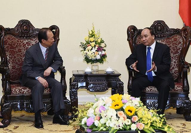 Thủ tướng Nguyễn Xuân Phúc muốn Samsung tiếp tục đầu tư mạnh vào Việt Nam