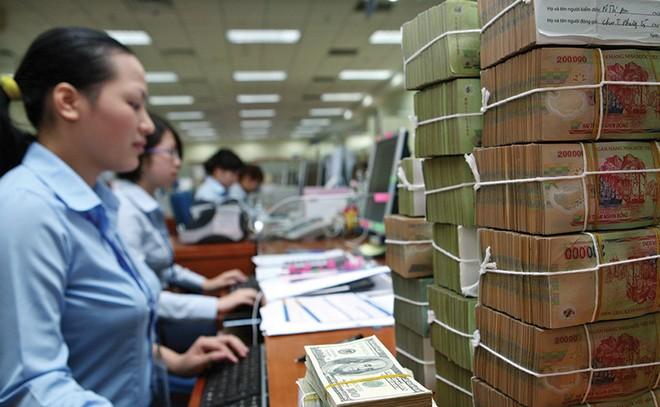 Ngân hàng giảm thu nhập bao nhiêu để hạ lãi suất cho vay?