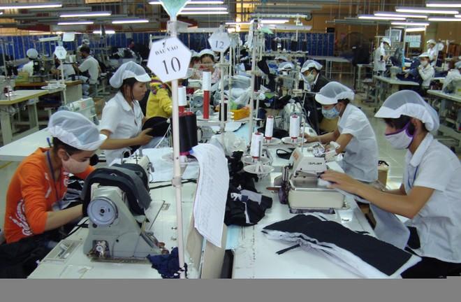 """Xuất hiện tình trạng đơn hàng dệt may """"chảy"""" sang Lào, Myanmar"""