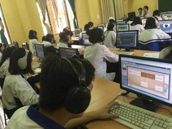 Người Việt hội nhập quốc tế bằng tiếng Anh hay tiếng... hát?