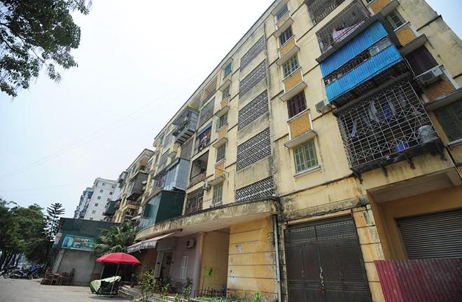 Nhà tái định cư: Mua khổ, bán cũng khổ