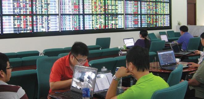 Không lo dòng tiền từ thị trường chứng khoán chảy sang vàng