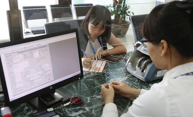 Tín dụng khó tăng, ngân hàng căng sức kiếm tiền dịch vụ