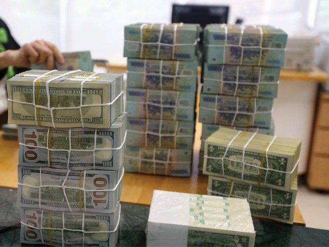 Thừa tiền, ngân hàng vẫn đua lách trần lãi suất