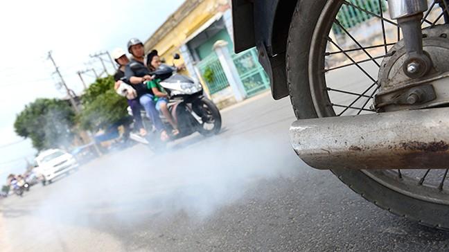 Người đi xe máy sắp phải kiểm định khí thải, phí dự kiến 60.000 đồng/xe/năm