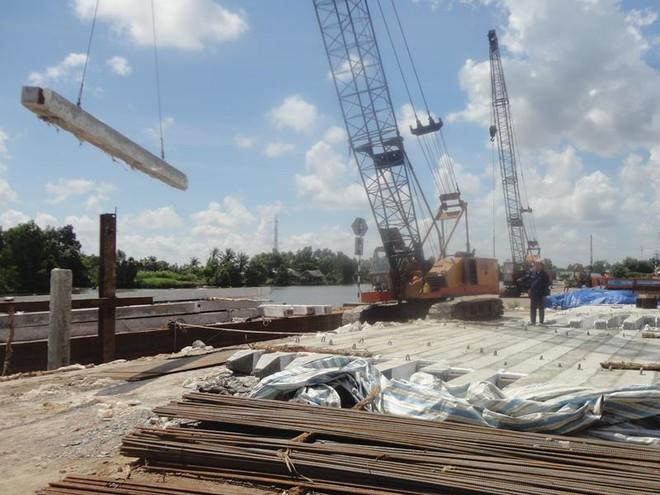 """Cà Mau: Méo mặt vì xây """"cầu nợ"""" Hòa Trung 300 tỷ đồng"""