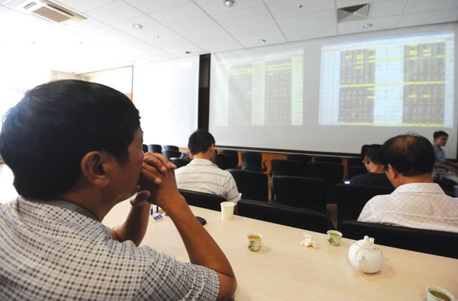Vụ lừa cổ phiếu OTC: Nhà đầu tư mòn mỏi đòi tiền