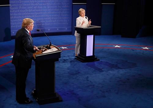 Trump thất thế trong đối đầu lần 3 với câu trả lời 'thảm họa'