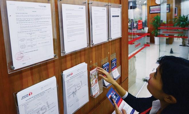 Công bố thông tin bằng tiếng Anh: Thiếu vắng nhiều doanh nghiệp lớn
