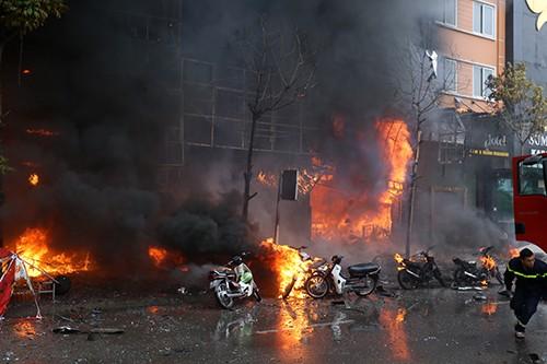 Khởi tố vụ án 13 người chết cháy trong quán karaoke