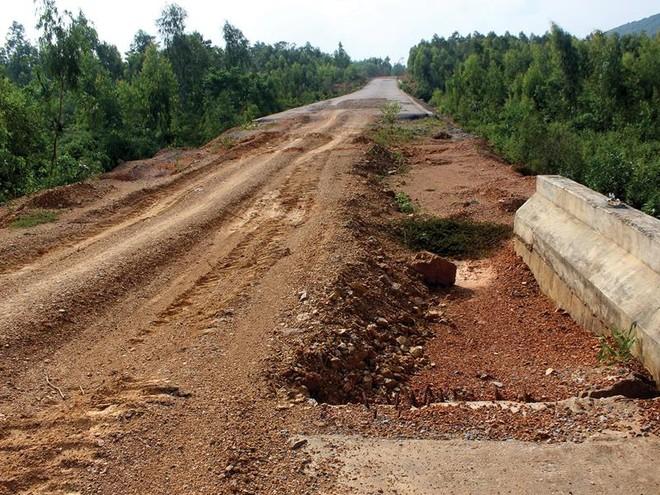 Khát vốn, Dự án Quốc lộ 12A đoạn tránh Nhà máy Xi măng Sông Gianh dang dở