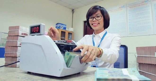 Nguồn thu từ dịch vụ nhiều ngân hàng cải thiện
