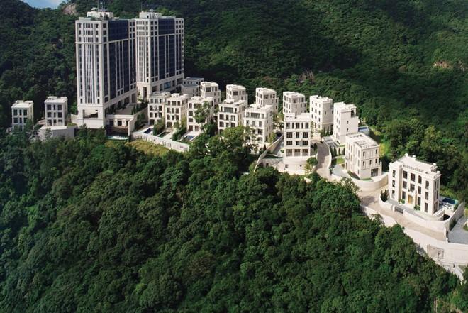Đại gia địa ốc Hồng Kông thi nhau lách thuế