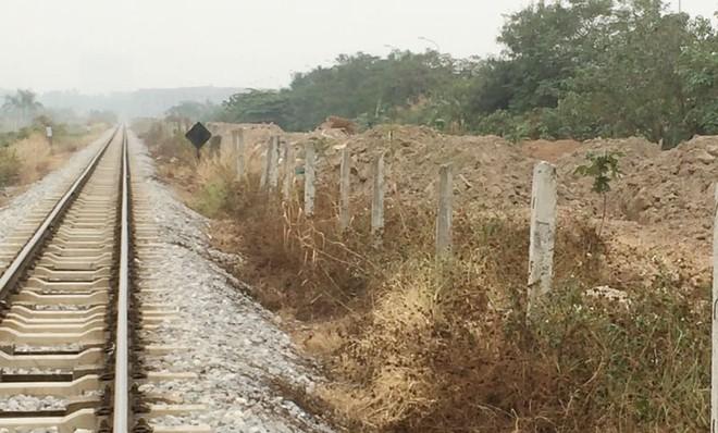 Những dấu hỏi trong sử dụng đất hành lang an toàn đường sắt