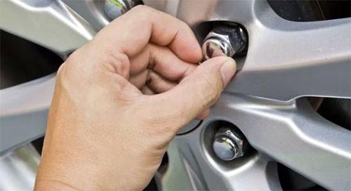 Ford bị kiện vì đai ốc kém chất lượng