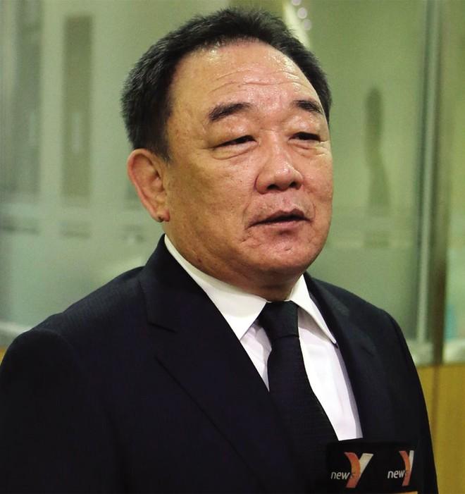 Ông trùm giày Nike người Hàn: Ở tù vẫn dẫn dắt công ty thành công