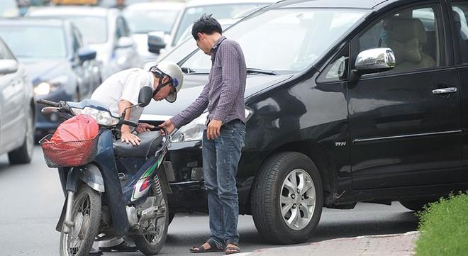 Đòi bồi thường bảo hiểm xe máy vượt khung: Tranh cãi chưa dứt