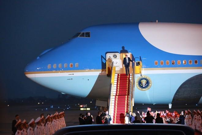 Tổng thống Donald Trump bắt đầu chuyến thăm cấp Nhà nước tới Việt Nam