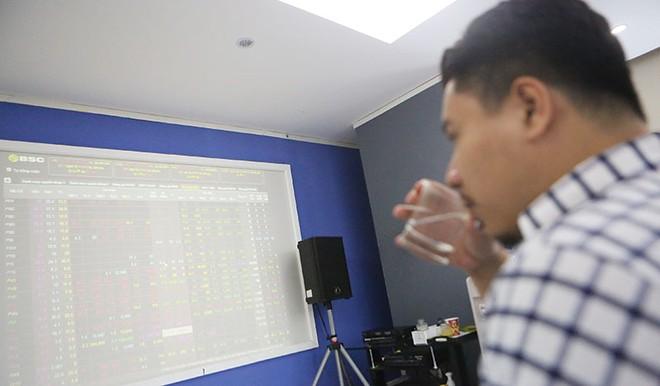 Tháng 12, cơ hội sinh lời từ cổ phiếu thị giá thấp