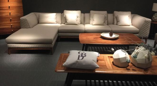 Những bộ sofa nảy ở Quảng Châu (Trung Quốc) có giá từ 5-10 triệu đồng/bộ. Về Việt Nam sẽ tăng giá từ 4 đến 5 lần