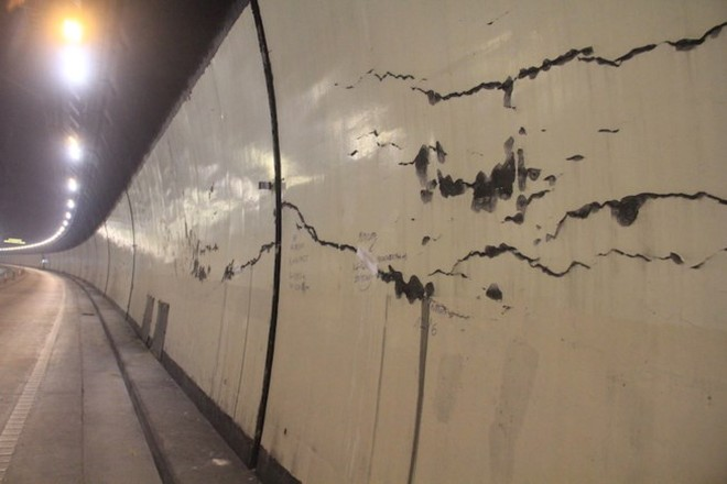 Những vệt nứt hầm Hải Vân cần theo dõi chặt chẽ nhưng chưa đáng lo ngại