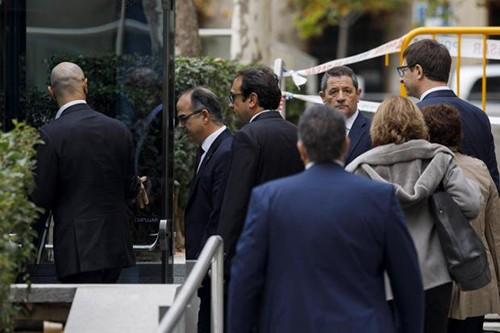 Tây Ban Nha bắt 8 cựu thành viên chính quyền Catalonia