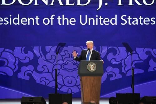 Máy nhắc chữ ông Trump dùng khi phát biểu tại APEC