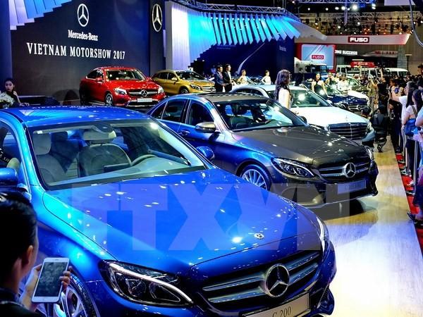Doanh nghiệp công bố giá bán lẻ ô tô năm 2018, khách hàng vẫn chờ đợi