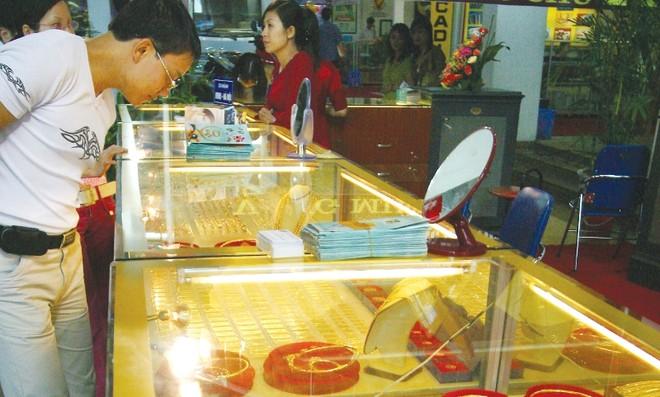 Tháng 9, chọn chứng khoán, vàng hay USD?