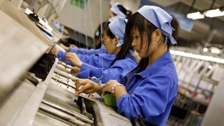 Chỉ số PMI Việt Nam giảm nhẹ trở lại