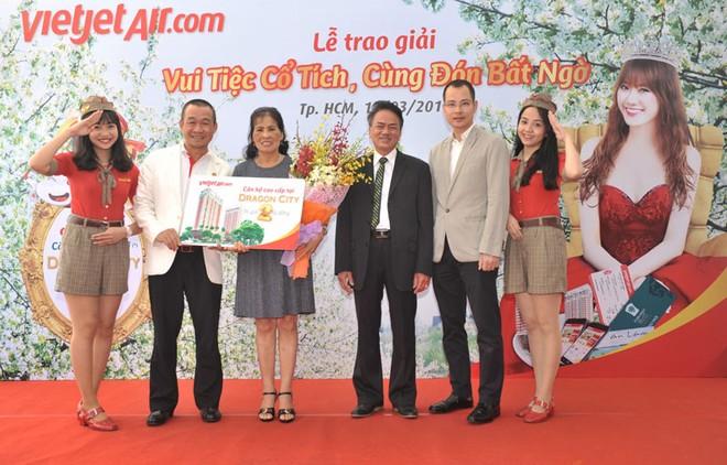 Vietjet trao giải thưởng căn hộ Dragon City 2 tỷ đồng cho hành khách
