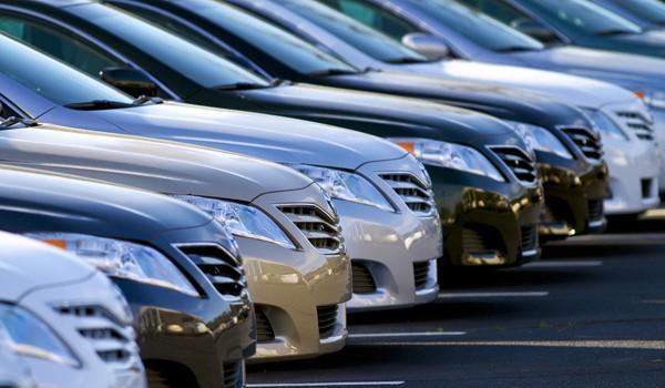 Phí trước bạ với lần đầu với ô tô dưới 10 chỗ tối đa là 15%