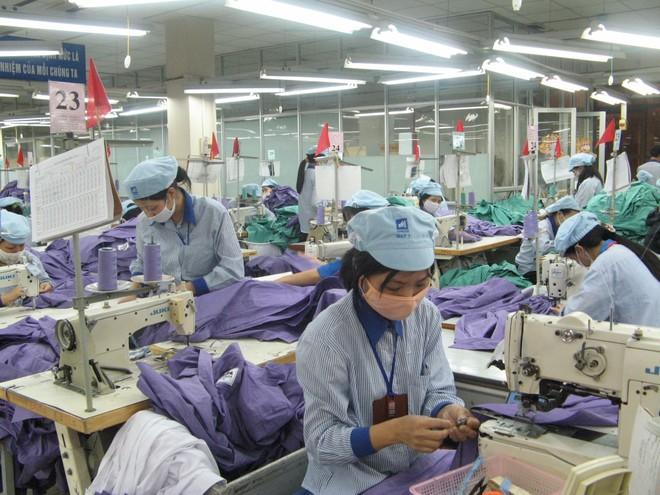 """TS. Võ Trí Thành: Áo """"Made in Vietnam"""" có giá trị Việt chưa tới 3%"""