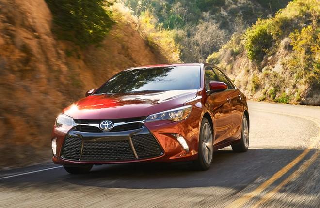 """41.600 chiếc Toyota Camry 2016 về """"thăm"""" xưởng, sửa lỗi túi khí"""