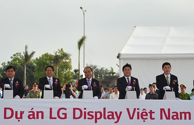 Thủ tướng Nguyễn Xuân Phúc dự lễ khởi công dự án 1,5 tỷ USD của LG Việt Nam