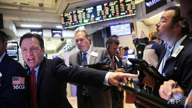 Chứng khoán, vàng, dầu đồng loạt giảm sau biên bản cuộc họp của Fed