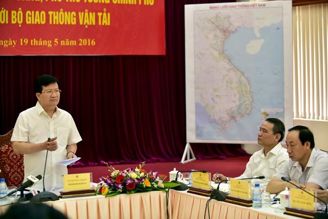 Phó thủ tướng Trịnh Đình Dũng yêu cầu rà soát phí BOT đường bộ ở mức hợp lý
