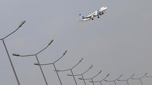 Máy bay Ai Cập ngoặt đột ngột trước khi mất tích