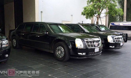 Limousine The Beast của Tổng thống Mỹ xuất hiện tại Hà Nội