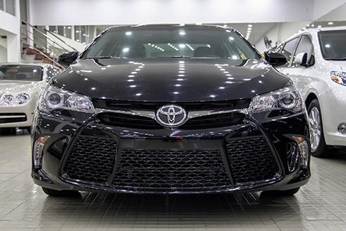 Toyota Camry 'lướt' nhập khẩu giá 1,9 tỷ đồng